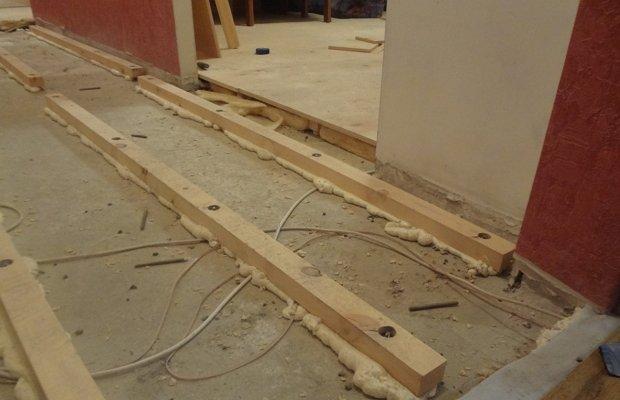 Монтаж лаг из древесины на бетонную стяжку