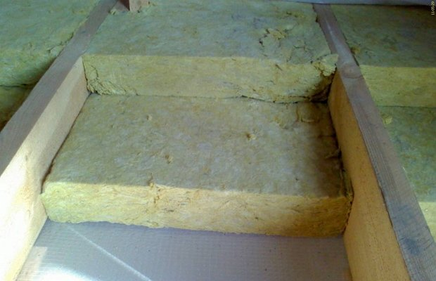 Минераловатные плиты между лагами