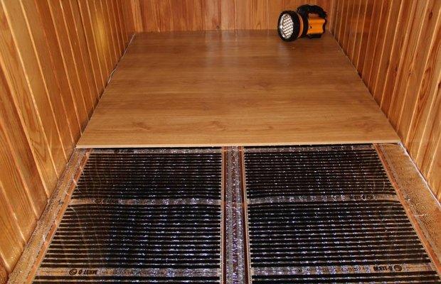 Монтаж чистового напольного покрытия