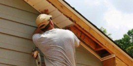 Как осуществляется подшивка карнизов крыши: варианты своими руками