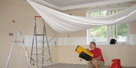 Фото - Как делают натяжные потолки – справимся без специалистов