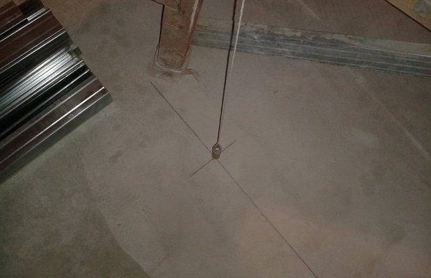 Разметка стенки на напольной поверхности