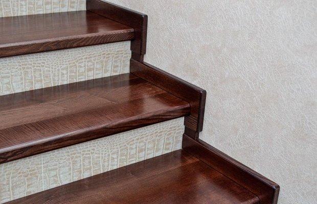 Облицовка лестницы древесиной