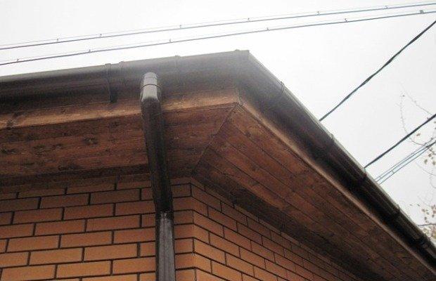 Обшивка свеса крыши