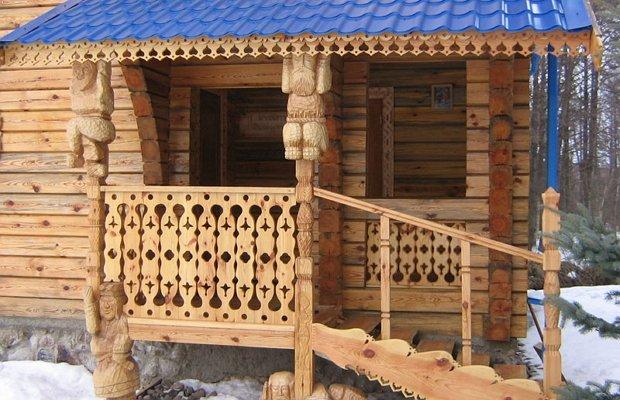 Ограждение из древесины с резьбой