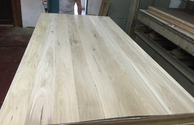 Сборка конструкции из дерева
