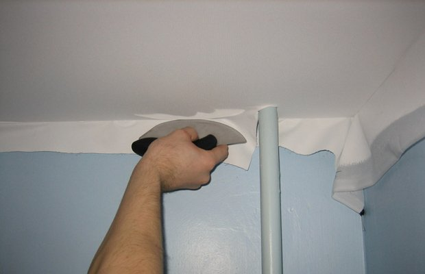 Крепление натяжного потолка к стенам