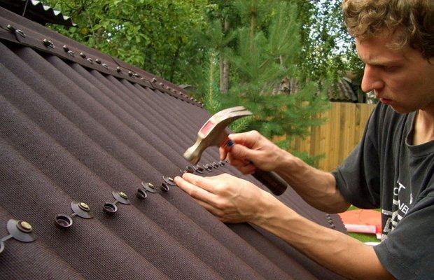 Монтаж ондулина на обрешетку крыши гаража