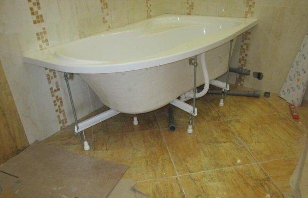Установка ванны на ножки – все просто!