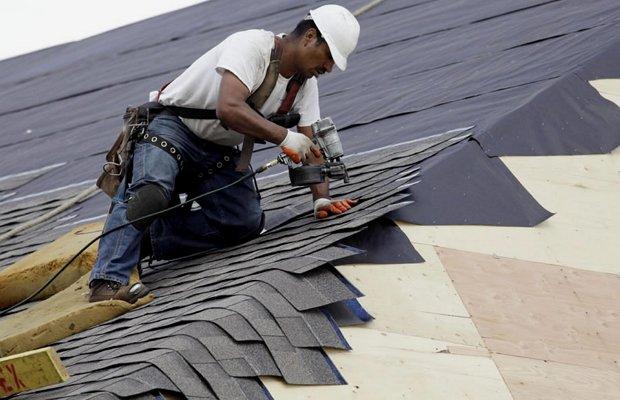 Крыша и стены гаража – работа кипит