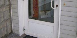 Установка пластиковых дверей – все хитрости процедуры