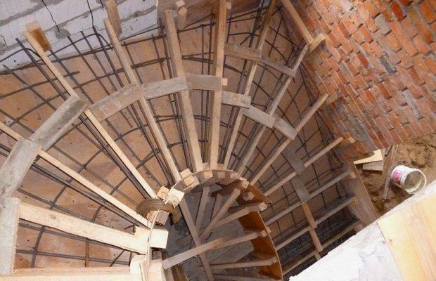 Особенности опалубки лестницы с винтовой конструкцией