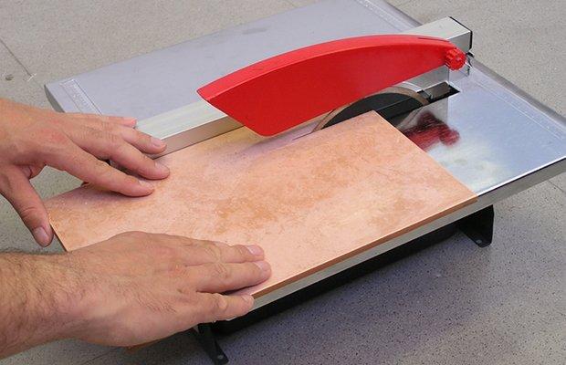 Чем резать керогранит – плиткорезом или болгаркой? фото