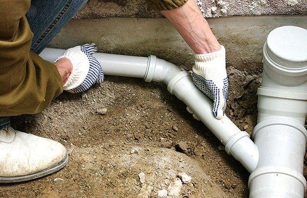 Откуда появляются неприятные запахи из канализации?