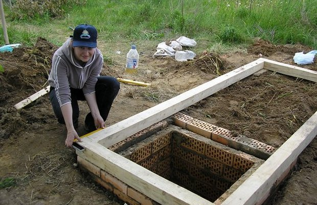 Фундамент под туалет – простое и надежное ленточное основание