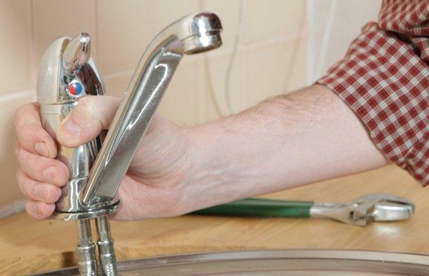 Способы крепления смесителя в ванной