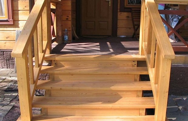 Лестница из дерева – прочная и красивая