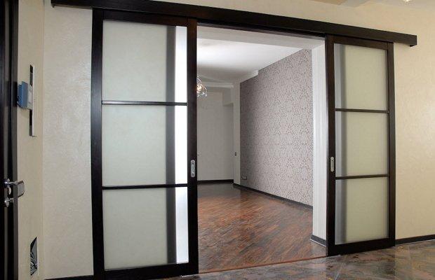 Какими бывают раздвижные межкомнатные двери