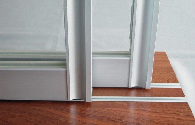Зависимость выбора механизма от материала двери и типа системы