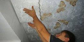 Как клеить потолочную плитку на побелку – все хитрости процедуры