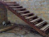Фото - Как сделать лестницу в подвал – простые технологии строительства