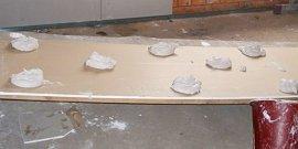 Выравнивание стен гипсокартоном без каркаса – быстро и просто