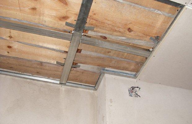 Гипсокартонная конструкция – недорогой вид подвесной потолочной системы