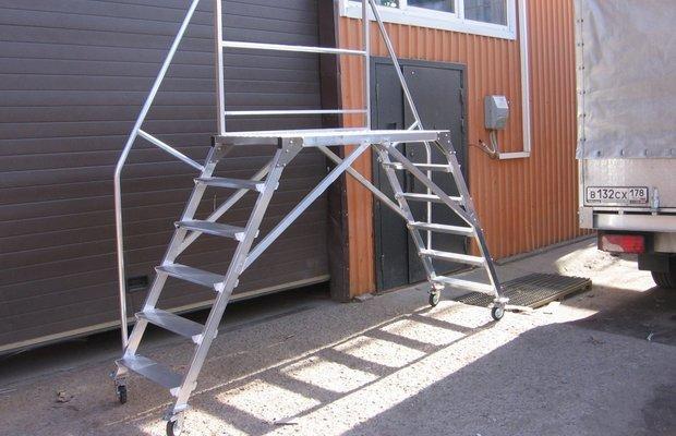 Приставная лестничная конструкция – верная помощница в хозяйстве