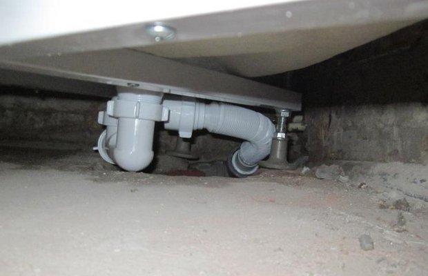 Подключаем кабинку к канализации и водоснабжению