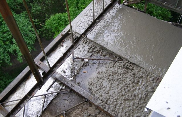 Обустройство стяжки – грязно, трудоемко, но эффективно