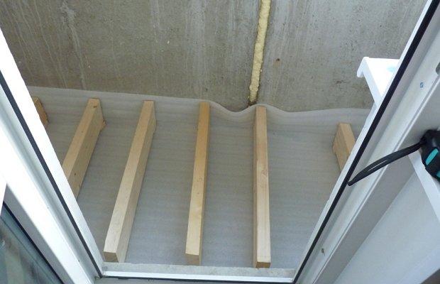 Делаем пол ровным с помощью деревянных лаг – никаких сложностей!