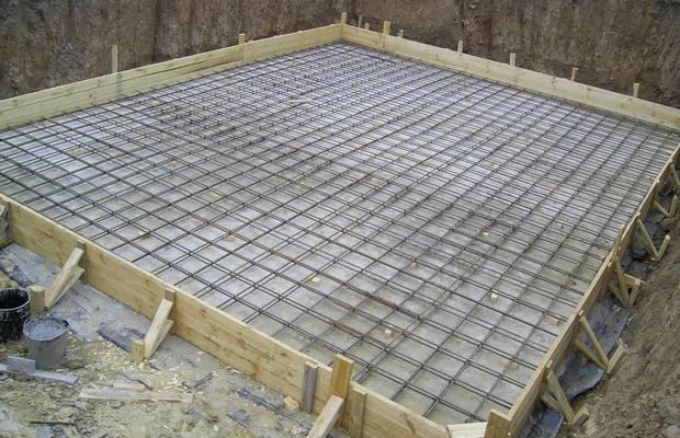 Монолитный фундамент – самое надежное основание для дома из вспененных блоков
