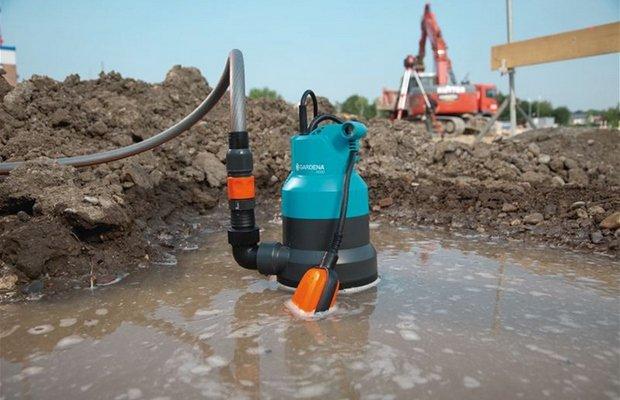 Какой механизм использует в своей работе поплавок и зачем?