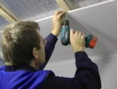 Фото - Как крепить пластиковые панели к потолку или делаем достойный ремонт в кризис