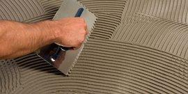 Выравниваем полы и стены плиточным клеем – быстро, легко и идеально ровно