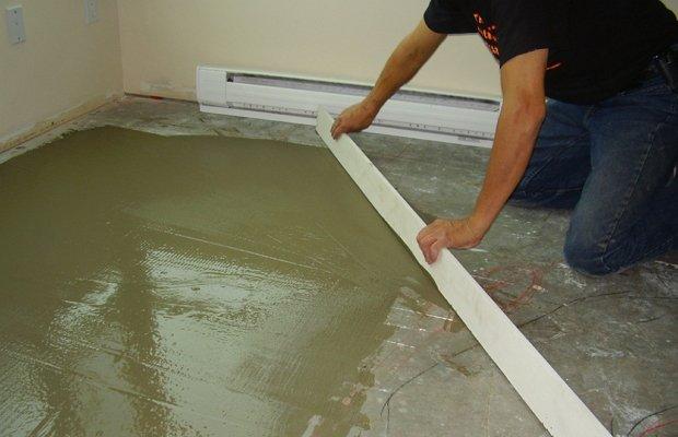 Как использовать клей для стен и пола?