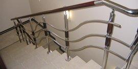 Фото - Перила для лестницы из металла – долговечные и надежные конструкции