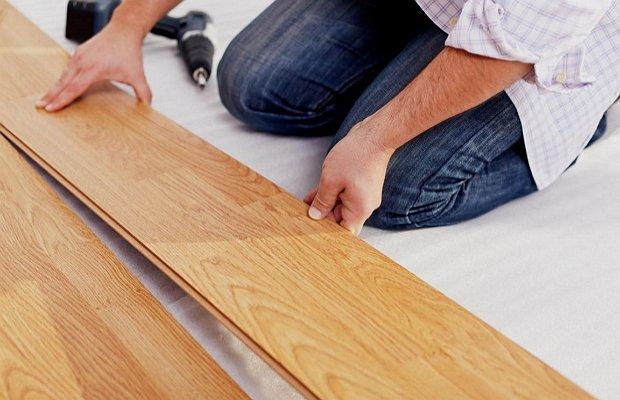 Монтируем ламинированные панели – простой этап