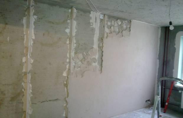 Подготовка стен к нанесению цементно-песчаного состава
