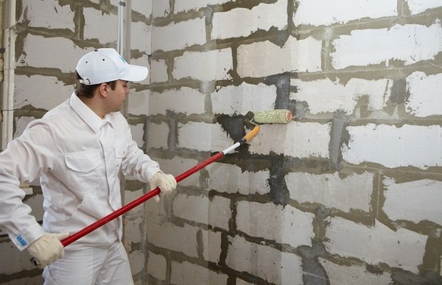 Защищаем стены от влаги – инструкция в помощь самоучкам
