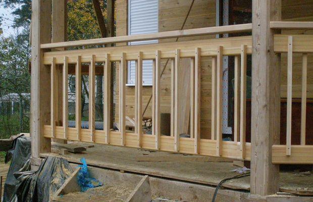 Делаем деревянную ограду – безупречная красота веранды