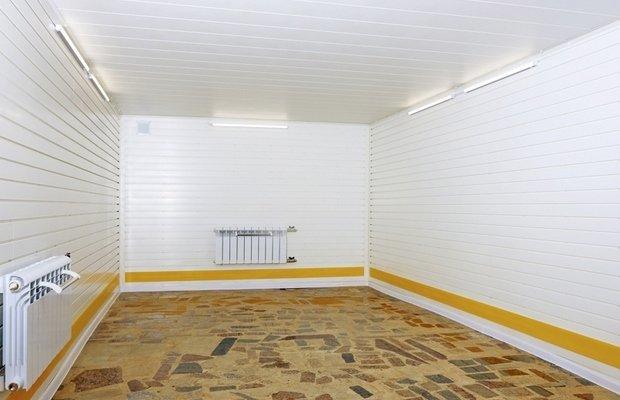 Что использовать для облицовки стен внутри гаража – штукатурка, плитка или ГКЛ?