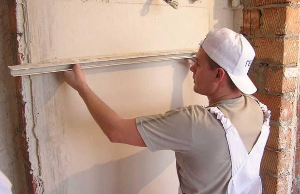Как убрать серьезные дефекты со стен штукатуркой?