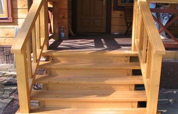 Деревянное крыльцо – разнообразие стилей для проекта