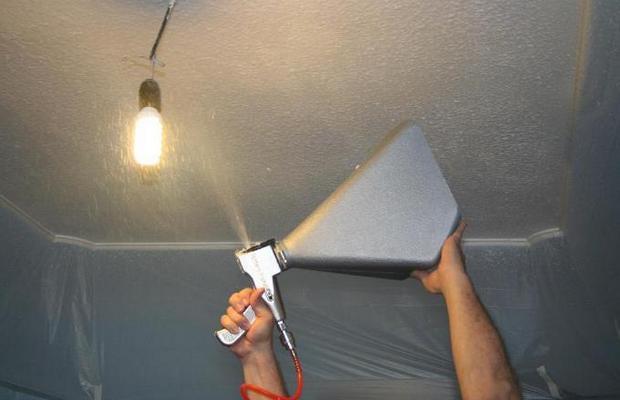 Декорируем потолок – правила нанесения готового состава