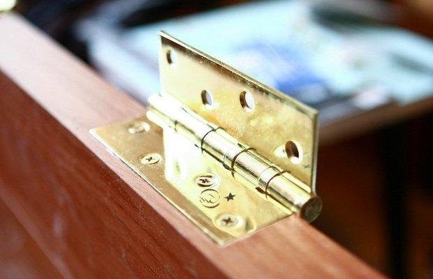 Куда монтировать навесы – нюансы разметки двери