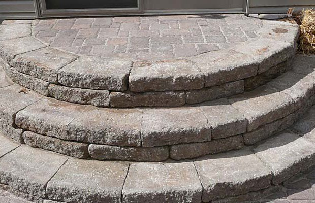 Материалы для крыльца – бетон, дерево или кирпич?