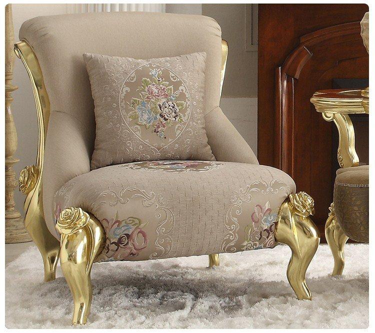 Кресло в гостиной неоклассика