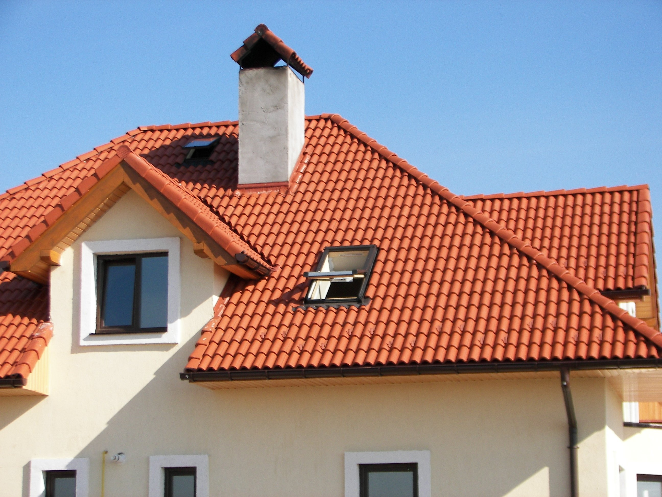 фото домов с оранжевой металлочерепицей если