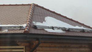 Дом с крышей из черепицы